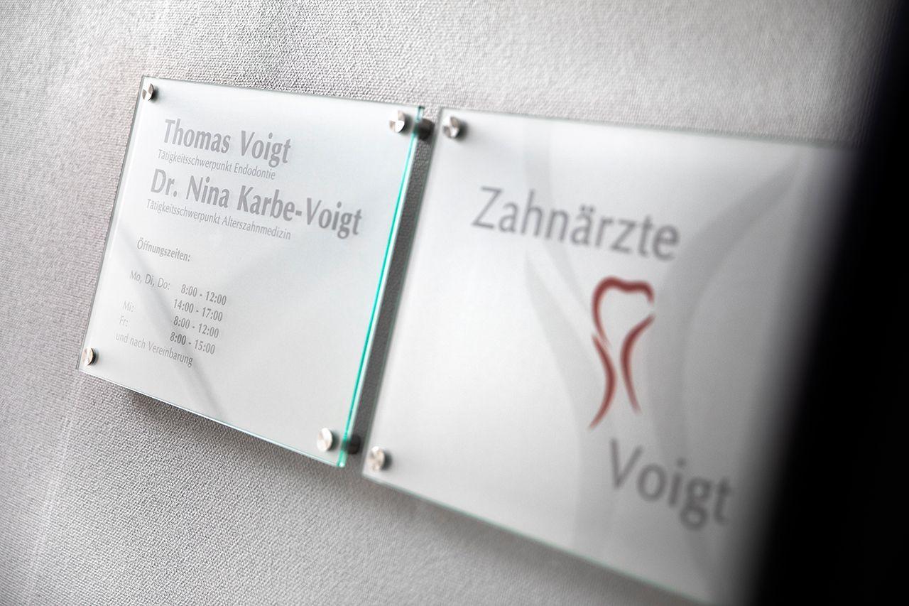 Zahnärzte-Voigt-in-Siegen-Schild