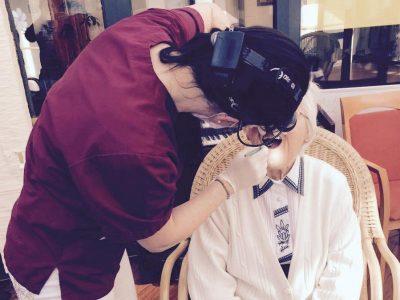 Zahnärzte-Voigt-in-Siegen-Behandlungen-hausbesuche-altersheim